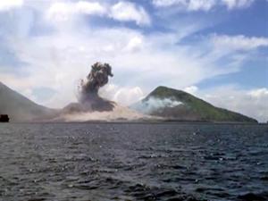 Pasifik'te sualtı yanardağı patladı, yeni bir ada oluştu