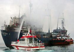Gemiyi soğutma çalışması sürüyor