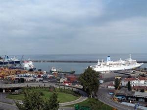 Trabzon Limanı bu yılın ilk kruvaziyer gemisini ağırladı