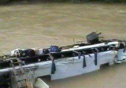 Otobüs Aras nehrine uçtu