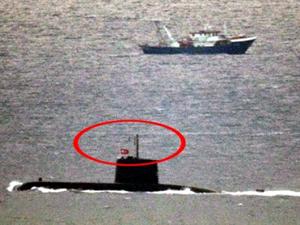 Yunanlı balıkçılar Türk denizaltısını görünce tornistan yaptı