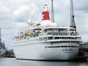 İçinde bin 140 kişi bulunan yolcu gemisinde yangın çıktı
