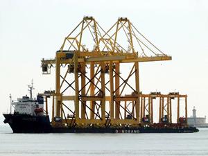 Ağır yük taşıma gemisi Çanakkale Boğazı'ndan geçti