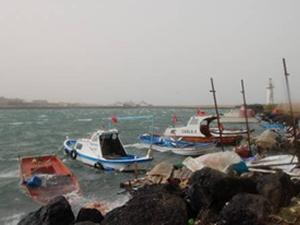 Ege'de şiddetli lodos ve fırtına: Kara ve deniz birleşti