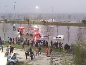 İstanbul'da şiddetli lodos ve fırtına: Pendik ve Caddebostan'da deniz karaya çıktı