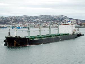 Sefine Tersanesi'nde bağlı iki gemi halat kopararak karaya oturdu