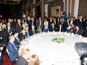 Ahmet Davutoğlu: Alsancak ve Çandarlı limanları bölgenin lokomotifi olacak