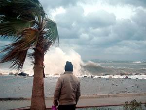 Bodrum'da fırtına etkili oluyor, Bodrum-Kos seferleri iptal edildi