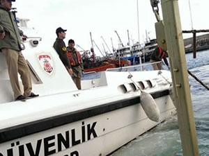 Marmaris açıklarında kaçak göçmen teknesi battı: 12 kişi kayıp