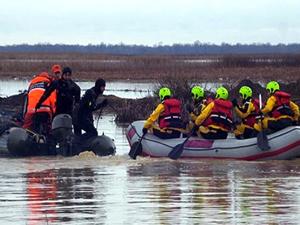 Fırtınada denizde mahsur kalan iki teknedeki 36 kişinin ölüm kalım savaşı