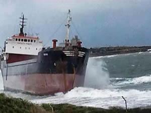 KKTC Kalecik bölgesinde karaya oturan gemi kurtarıldı