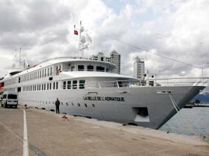 La Belle De L'Adriatuque gemisi İzmir Limanı'na sığındı