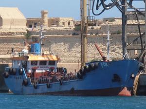 M/T FOX isimli yakıt tankeri, Girit Adası Souda Limanı'nda tutuklandı