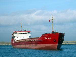 Sinop Ayancık açıklarında yükü kayan gemi yan yattı