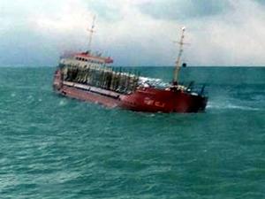 Sinop'ta yan yatan Fort Azov adlı gemi battı
