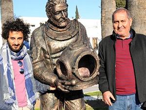 Bodrum'da 2 metrelik süngerci heykeli açıldı