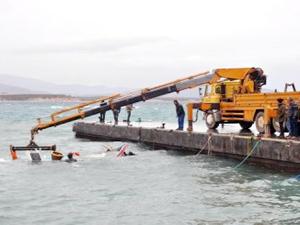 Didimde fırtınaya dayanamayan balıkçı teknesi battı