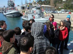 Donanmanın gemi ve denizaltılarına ziyaretçi akını