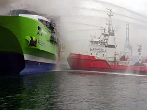 M/F High Speed 5 adlı feribotta yangın çıktı: 1 ölü