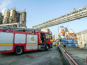 İngiltere'de Kıbrıs bayraklı tankerde yangın çıktı