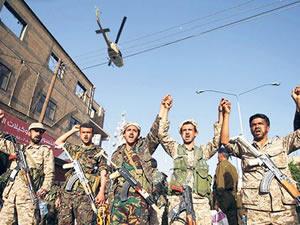 Yemen'de askeri liman bombalandı: İki gemi battı, 25 denizci ağır yaralı
