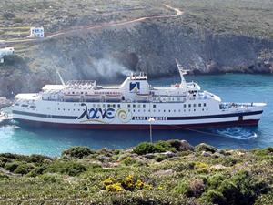 Yunan feribotu M/F VITSENTZOS KORNAROS, Kasos Adası'nda karaya oturdu