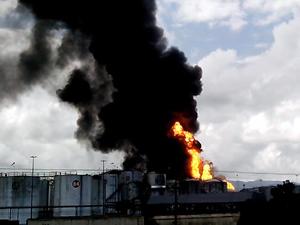 Latin Amerika'nın en büyük petrol tankında yangın çıktı