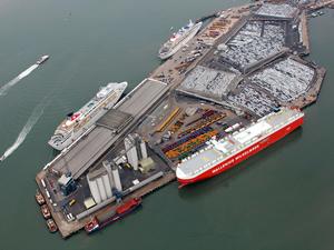 Britanya'da liman hisseleri satışa çıkarıldı
