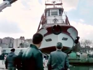 Karadeniz'de gemiler fırtınadan limana sığındı, balıkçı teknesi kayaya çarptı