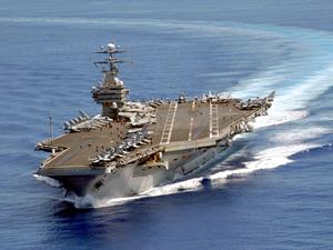IŞİD'de nefes aldırmayan gemi: USS Carl Vinson