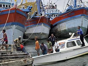 Endonezya'da kafeste tutulan 500 'köle balıkçı' kurtarıldı!