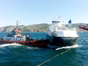 Karaya oturan M/F GÖKÇEADA-1 feribotu yüzdürüldü
