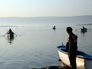 Ulubat Gölü'nde kaçak avcılara 'Şafak operasyonu'