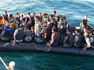 Yunanistan'a 48 saatte 22 kaçak taşıyan tekne yanaştı