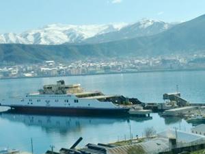 Türkiye'nin en büyük feribotu Van Gölü'ne indirildi
