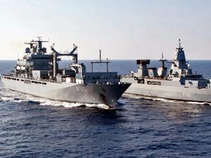 Alman savaş gemileri Akdeniz'de mülteci avına çıkıyor