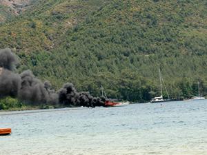 Marmaris'te yelkenli tekne cayır cayır yandı