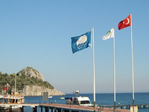İstanbul'un turizmini göğüsleyen Şile'de 3 plaj Mavi bayrakla taçlandı