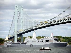 Donanma Haftası çerçevesinde ABD savaş gemileri, New York'ta geçit töreni düzenledi