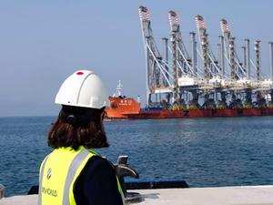 Dubai Port için Çin'den sipariş edilen 4 yeni rıhtım vinci geldi
