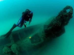 Hitler'in batık denizaltısı, balık ağlarından temizlendi