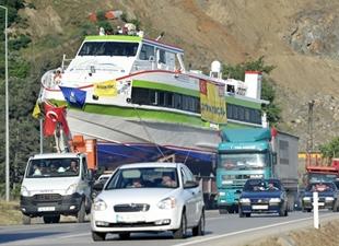 Akşemseddin yolcu gemisini asfalttan yürüttüler