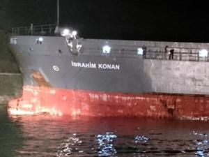 Çanakkale Boğazı'nda karaya oturan gemiyi kurtarma çalışması başladı