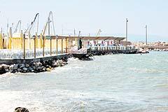 Denizi dolduran beş restoranta ceza