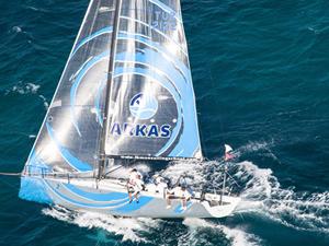 Arkas Sailing Team yarışta zirveden inmiyor