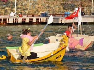 Göcek'te karton tekne yarışının galibi  'Star Wars' oldu