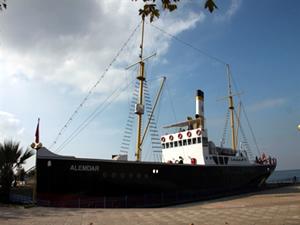 """Gazi gemi """"Alemdar""""a 8 yılda bir milyona yakın ziyaretçi"""