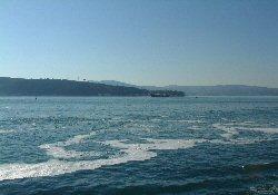 Atıklar denize ve göle boşaltılıyor