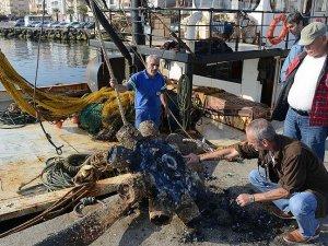 Balıkçı teknesinin ağlarına 'uçak pervanesi' takıldı