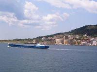 Boğazlardan geçen gemi sayısı azaldı, tonajları arttı